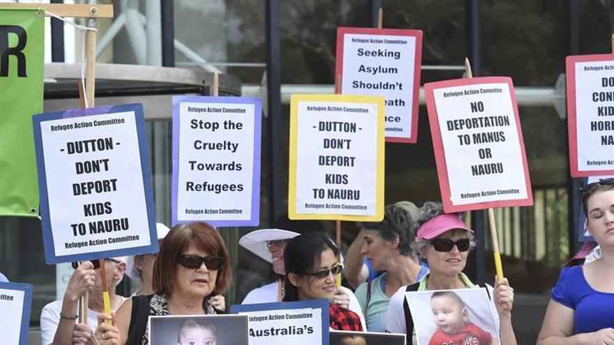 Acnur pide a Australia que mantenga a inmigrantes en condiciones humanitarias