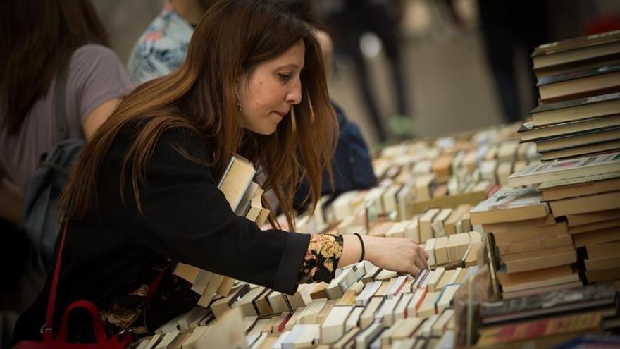 Tras la Semana Santa, los autores mantienen el martes su pulso con lectores