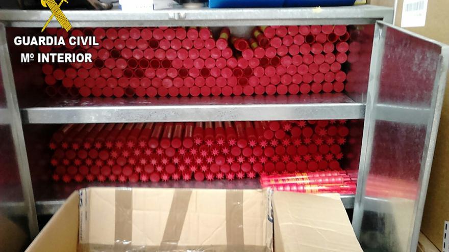 Intervenidos 583 artículos de pirotecnia en un negocio de Gran Canaria que los vendía sin autorización.