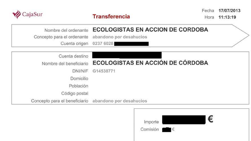"""Recibo en el que queda constancia del cierre de la cuenta en Cajasur de Ecologistas en Acción bajo el concepto """"abandono por desahucios""""."""