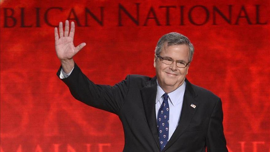 """Jeb Bush esgrime su """"biculturalidad"""" para atraer el voto latino en 2016"""