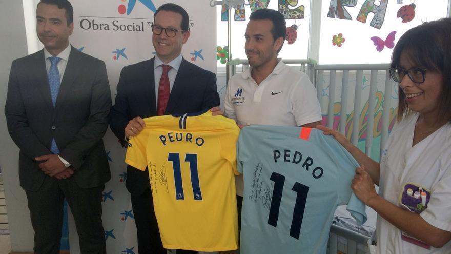 Pedro Rodríguez (segundo por la derecha), durante el acto benéfico celebrado en el Hospital Universitario de Canarias
