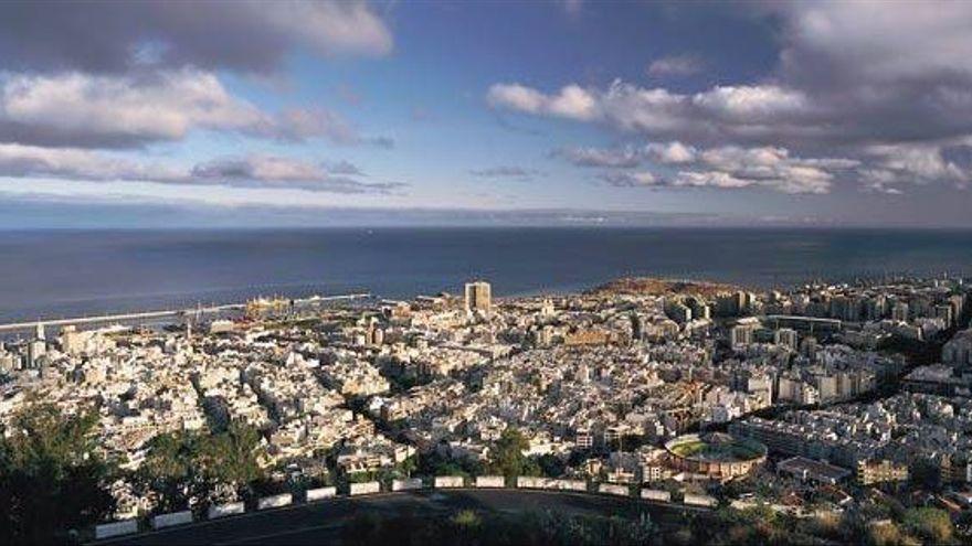 Santa Cruz y otras nueve ciudades crean la 'liga de alcaldes' contra el acuerdo de reparto del superávit municipal