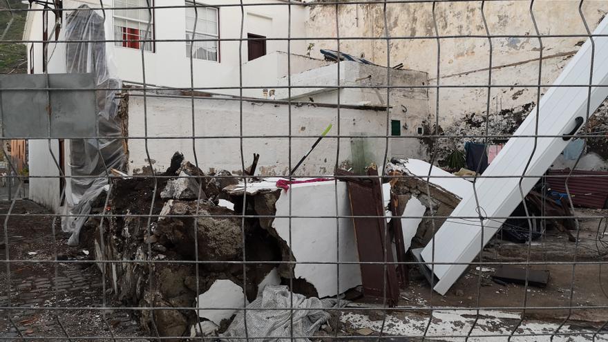 Inmueble destruido por las olas en uno de los callejones del casco antiguo