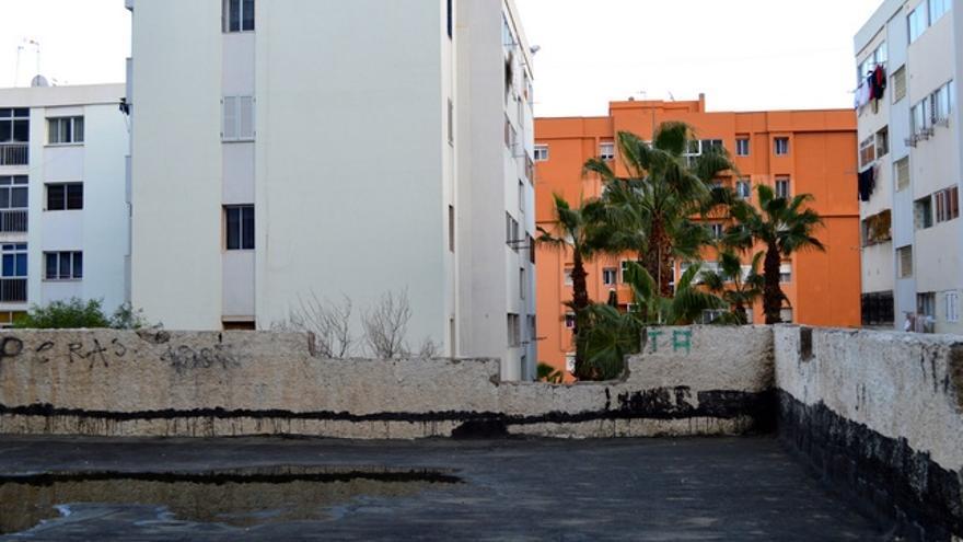 Un muro caído. FOTO: Iago Otero Paz.