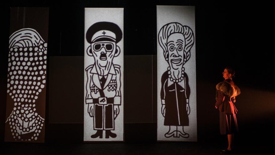 Las ilustraciones de Elías Caño, proyectadas durante la obra.   DAVID RUIZ