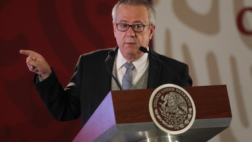 Fotografía de archivo del secretario de Hacienda y Crédito Público, Carlos Urzúa Macías, durante una rueda de prensa en el Palacio Nacional de Ciudad de México (México).