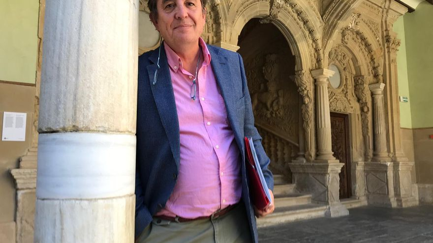 García Montero, durante la entrevista en la sede de la UNIA en Baeza.