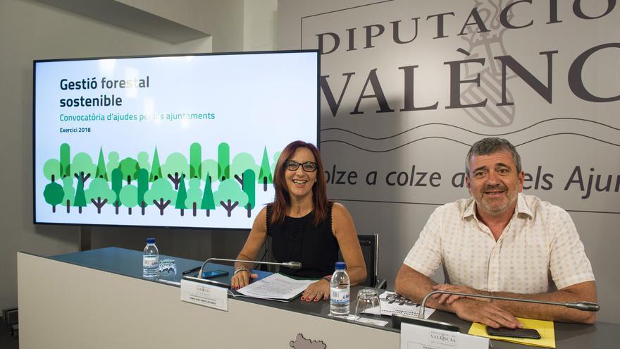 Maria Josep Amigó y Josep Bort durante la presentación de las ayudas
