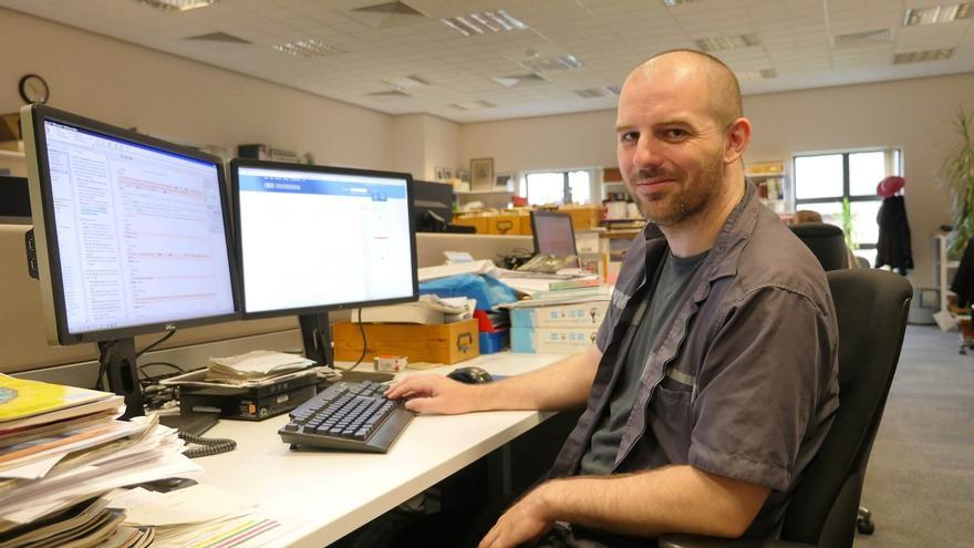 El editor del diccionario Oxford Kelvin Corlett en su zona de trabajo (Imagen: Cedida por Kelvin Corlett)