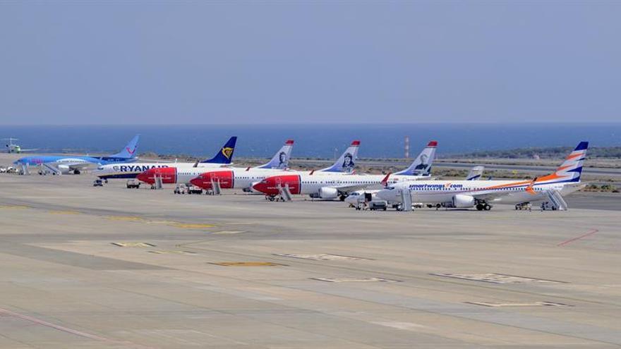 Siete aviones Boeing 737 Max 8 pernoctan en los aeropuertos de Gran Canaria y Tenerife Sur tras cerrarse el espacio aéreo europeo a ese modelo
