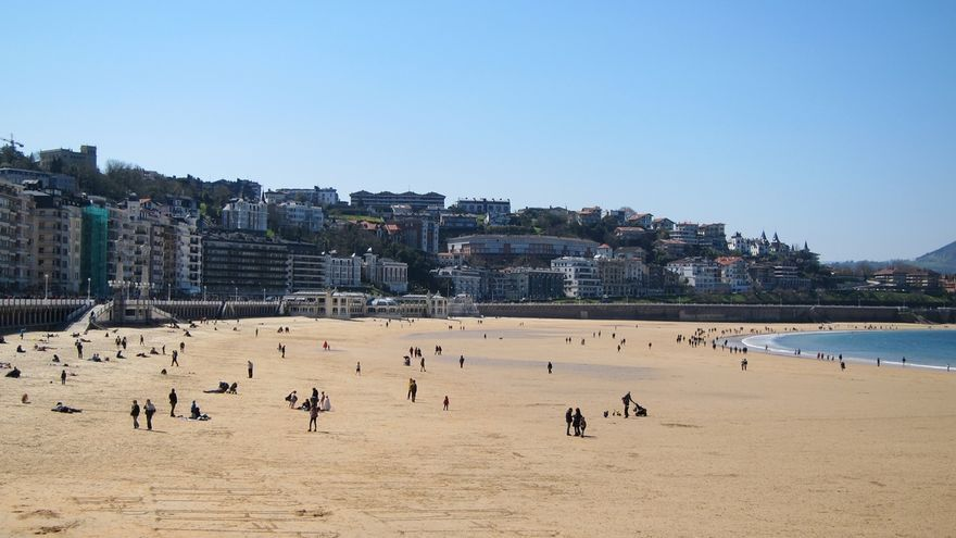 Cruz Roja Gipuzkoa selecciona 65 socorristas para las playas de San Sebastián, Orio y Zumaia