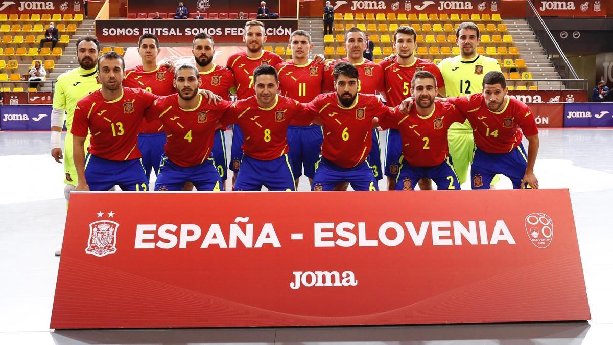 Cecilio, con el dorsal 2, en su debut con España.