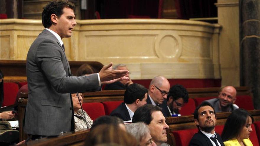 CiU y ERC suman menos y Ciutadans crece rozando la segunda plaza, según un sondeo