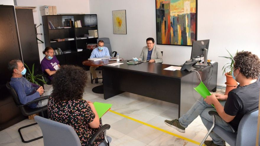 Encuentro entre las asociaciones impulsoras y el concejal de Cultura, Teo García / Foto: Ayuntamiento de Toledo