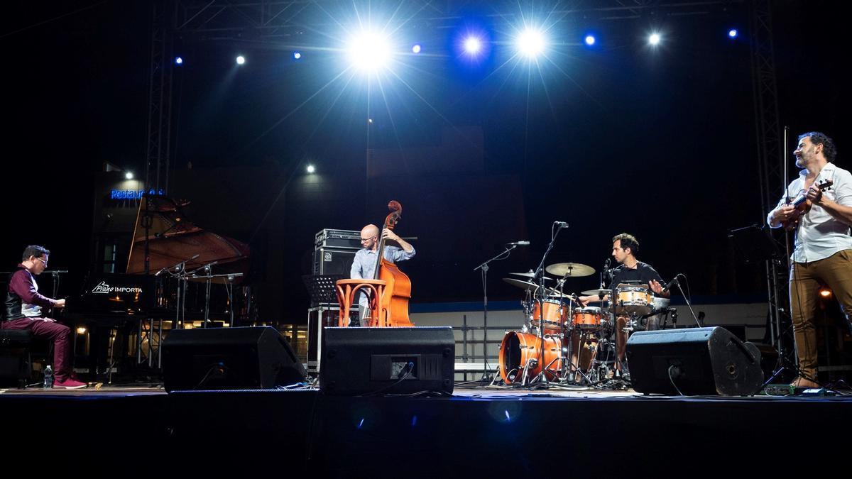 El trío de Pepe Rivero y su primer invitado el violinista Raúl Márquez