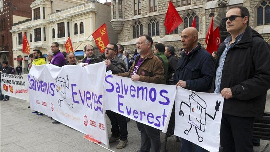 La plantilla de Grupo Everest inicia hoy una huelga indefinida por impagos