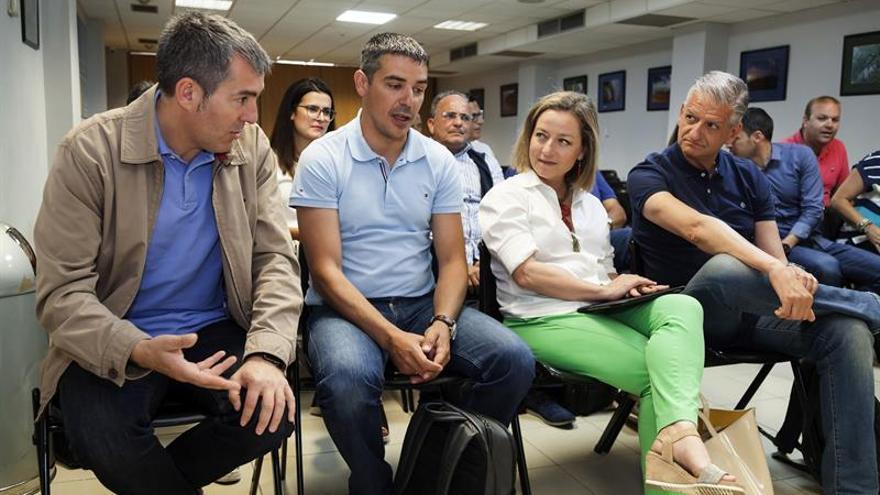 Fernando Clavijo, Narvay Quintero, Ana Oramas y Francisco Linares, durante la Comisión Ejecutiva Nacional de Coalición Canaria celebrada este sábado en Santa Cruz de Tenerife. (EFE/Ramón de la Rocha)