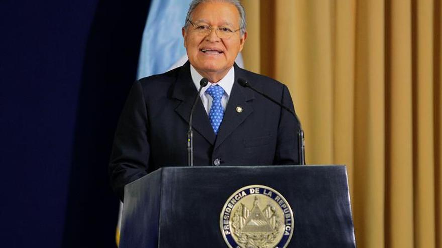 Sánchez Cerén agradece a Fidel Castro su apoyo a la guerrilla salvadoreña