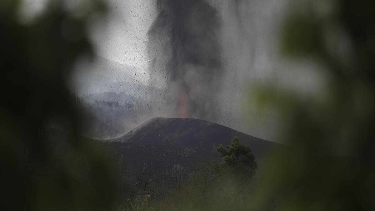 La nube de ceniza del volcán de La Palma