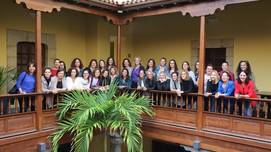 Mujeres que componen la Asociación VIVAS en su presentación oficial.