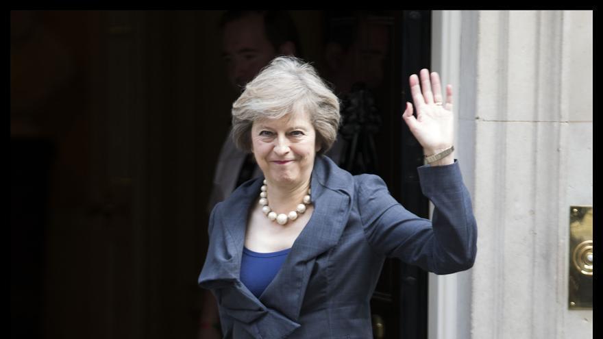 Theresa May, a la llegada este martes a su última reunión de Gobierno como ministra.