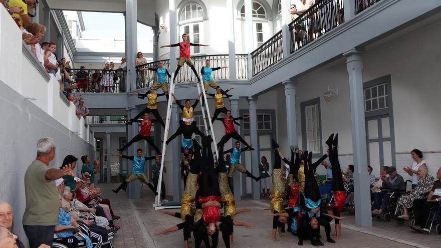 Imagen de archivo de una actuación de los Acróbatas de La Bajada.