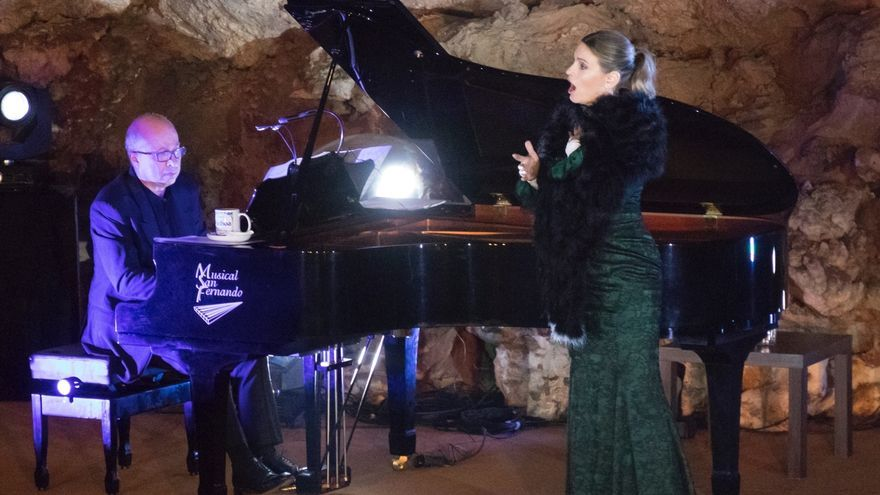 La voz lírica de Ainhoa Arteta 'invadió' El Soplao ante 300 personas