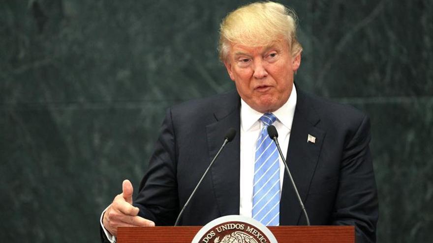 Trump firma una orden ejecutiva para comenzar la construcción del muro con México