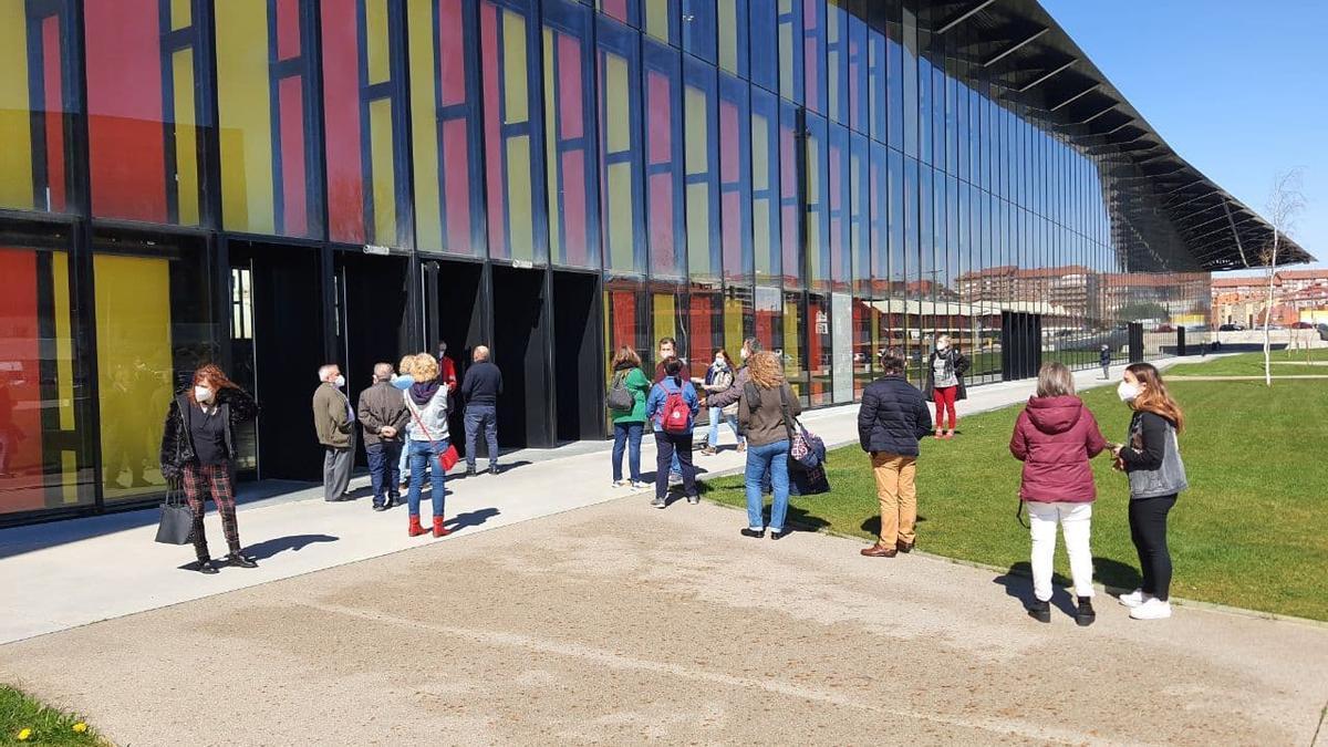 El Palacio de Exposiciones de León acoge la vacunación de AstraZeneca, el otro día.