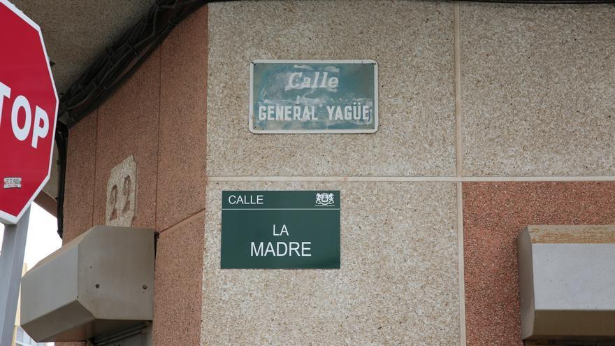 Antes calle General Yagüe y ahora calle La Madre