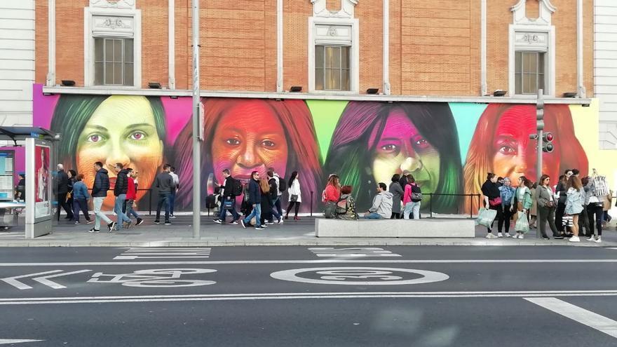 El grafiti situado en la Gran Vía 35 tiene más de 25 metros de ancho por 5 metros de alto