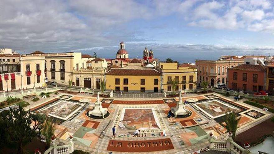 El magno tapiz de la plaza del Ayuntamiento, en su versión de este año