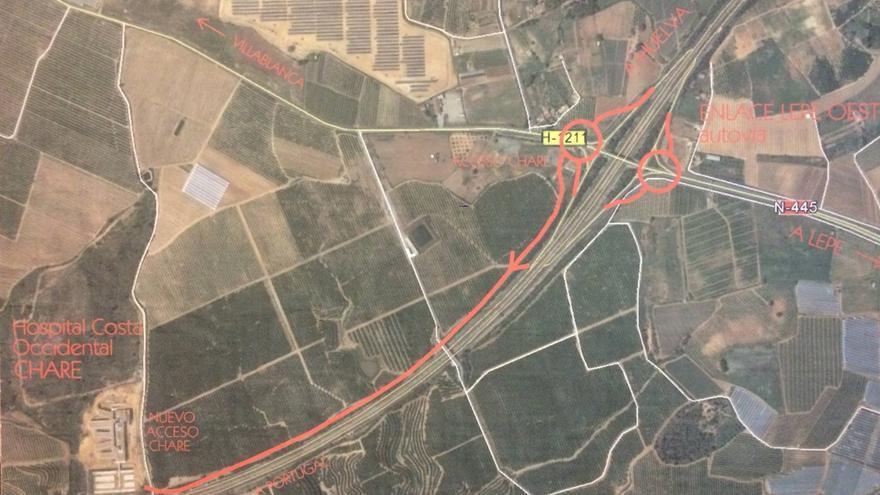 El acceso diseñado por Fomento, en rojo, en paralelo a la autopista.