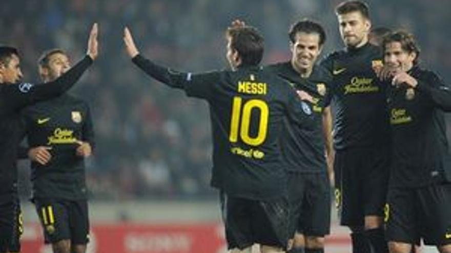 El Barcelona celebra uno de los goles de Messi. (EP)