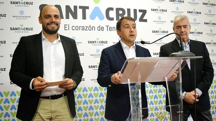 El alcalde José Manuel Bermúdez (centro), en la presentación de la actividad