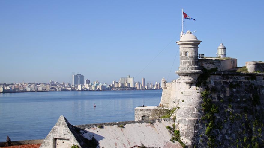 La Habana vieja desde el Castillo de San Carlos, en el Morro. Tony Hisgett