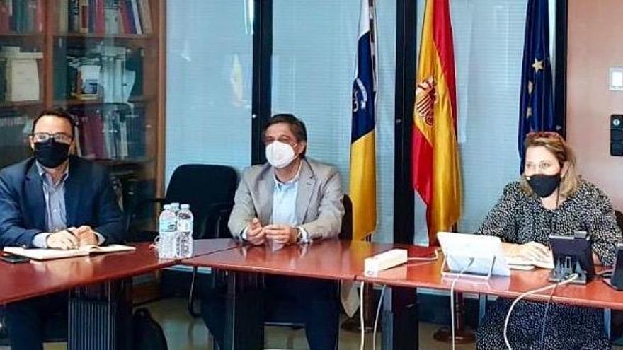 Los productores de plátano de Canarias y la Consejería de Agricultura logran el compromiso del ministro Planas con los fondos comunitarios POSEI para todo el sector primario