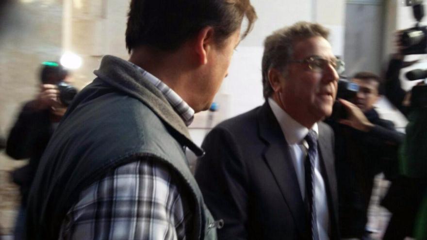 El empresario Enrique Ortíz a su llegada a los juzgados de Alicante