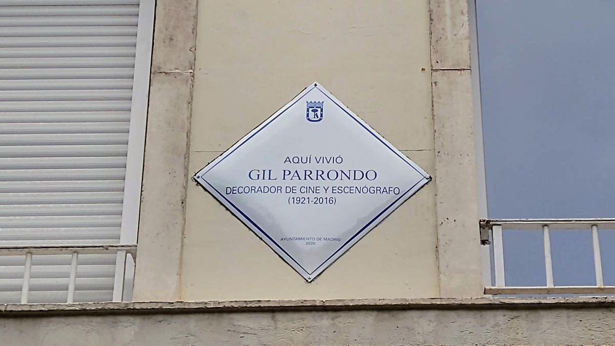 Placa en homenaje a Gil Parrondo colocada en Valle de Suchil