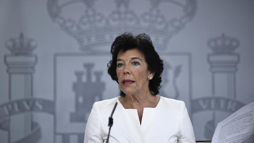 """La JEC insta a Celaá a no hacer valoraciones """"electoralistas"""" tras los Consejos de Ministros pero no la sanciona"""