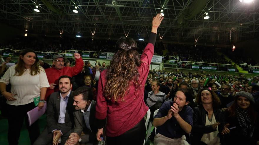 Teresa Rodríguez en el acto central de campaña en Córdoba, junto a Pablo Iglesias y Alberto Garzón.