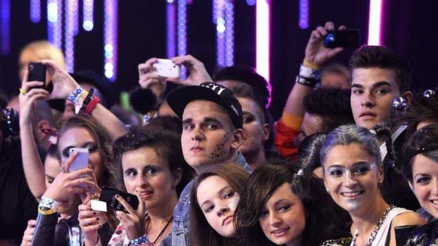 Esperando para ver a los artistas de la gala de la MTV en Sevilla