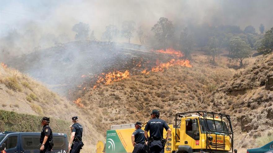 Dispositivo en tierra se mantiene en paraje de la Alhambra afectado por incendio