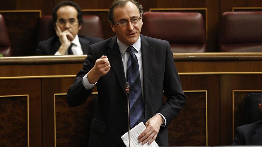 """Alonso advierte al PSOE de que """"su credibilidad"""" está """"en juego"""" tras la imputación de Chaves y Griñán"""