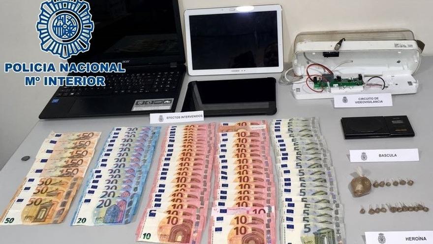 Efectos, dinero y droga intervenidos en el Polígono de San Cristóbal