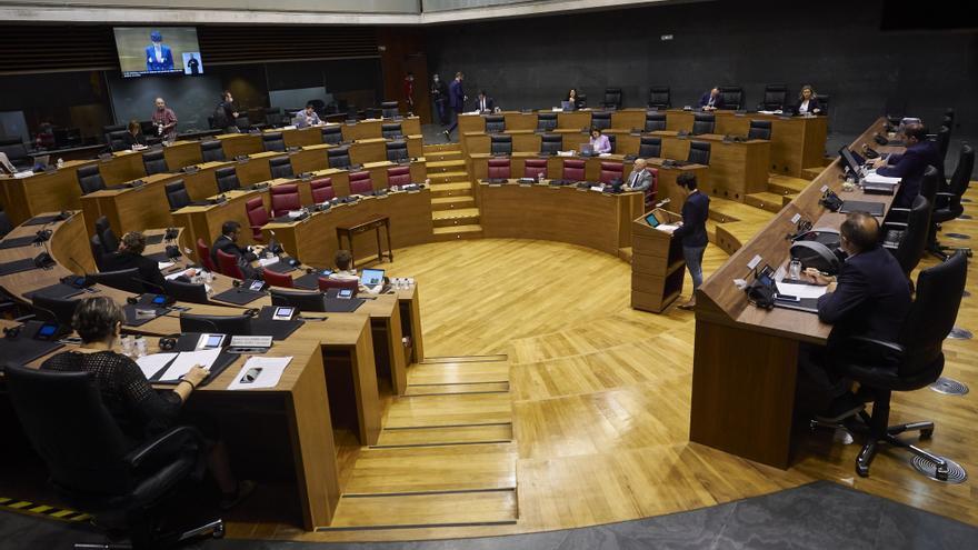 Archivo - Hemiciclo del Parlamento de Navarra durante una sesión plenaria, en Pamplona, Navarra (España) a 4 de junio de 2020.