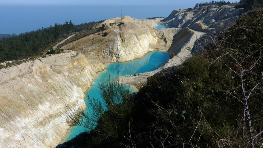 Balsas de residuos mineros en el Monte Neme