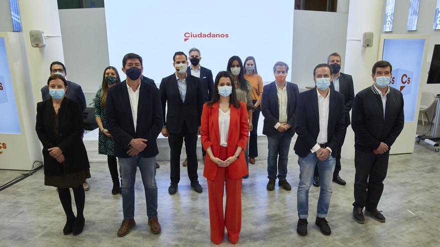 Arrimadas, con la Ejecutiva de su partido tras la reunión celebrada este lunes ante la crisis interna