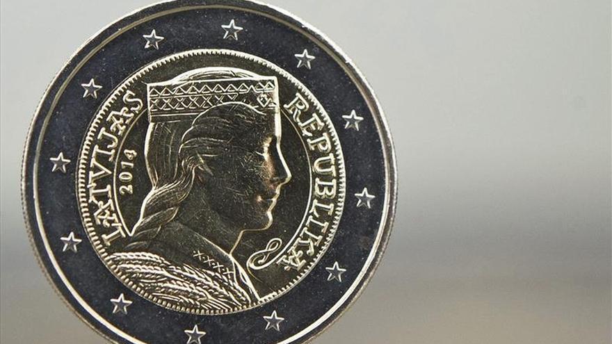 El euro baja en la apertura hasta 1,1233 dólares en Fráncfort